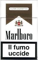 "Image of pack of Marlboro cigarettes reading ""il fumo uccide"" or ""smoke kills""."